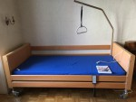 Neuwertiges Pflegebett zu verkaufen