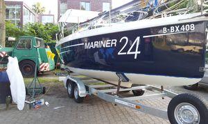 Boote- Yachten-Antifouling weg Schleifen und neues Anstrich -Polieren